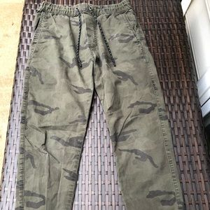 Camo American Eagle pants size small